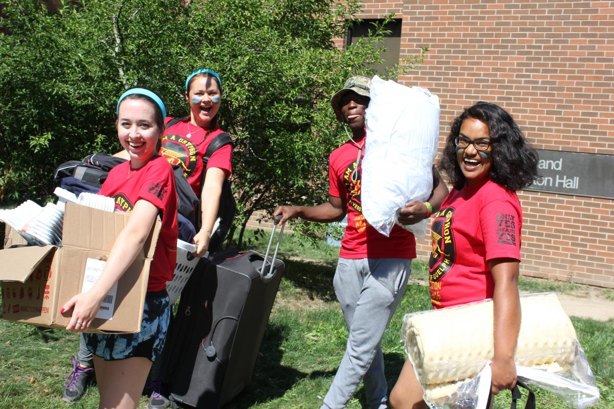 Students Excited on Move-In Day